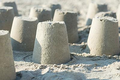 sand castles - p1323m2022634 von Sarah Toure