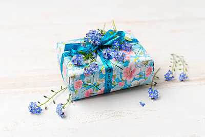 Present with Forget Me Nots - p300m1460530 by Mandy Reschke