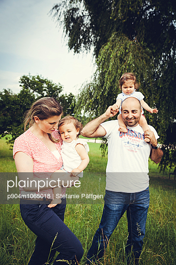 Familienausflug - p904m1065018 von Stefanie Päffgen