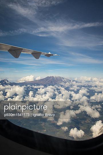 Flugreise - p930m1541573 von Ignatio Bravo