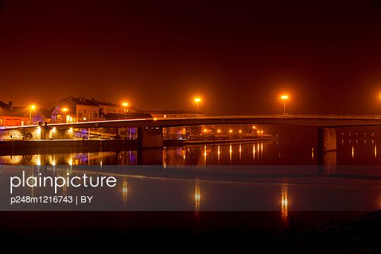 Abendbeleuchtung in Givet - p248m1216743 von BY