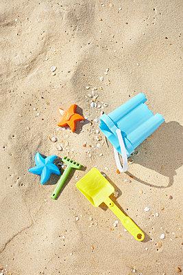 Strandspielzeug - p464m856492 von Elektrons 08