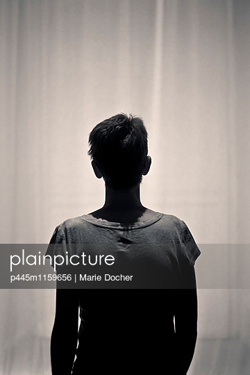Silhouette einer Frau - p445m1159656 von Marie Docher