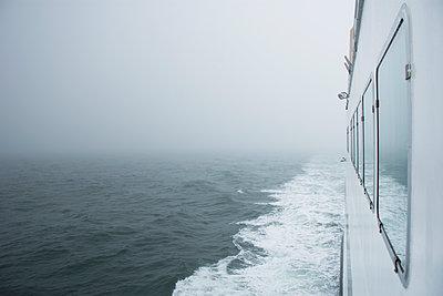 USA, Massachusetts, Cape Cod, Nantucket, Close-up of ferry crossing Nantucket Sound - p1427m2283094 by Chris Hackett
