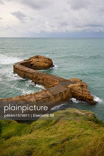 Hafenmauer - p464m1574911 von Elektrons 08