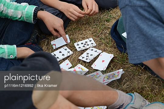 Karten spielen - p1116m1216992 von Ilka Kramer