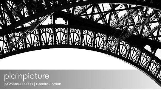 Detail des Eiffelturms - p1256m2099003 von Sandra Jordan