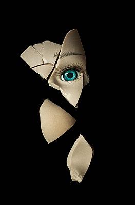 Broken porcelain doll - p971m1214454 by Reilika Landen