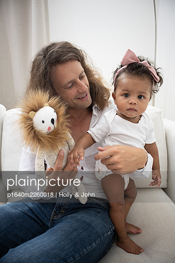 Father with his little daughter and cuddly toy - p1640m2260018 by Holly & John