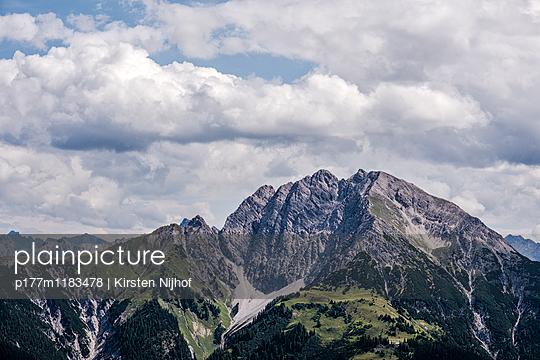 Bergkette in den Tiroler Alpen - p177m1183478 von Kirsten Nijhof