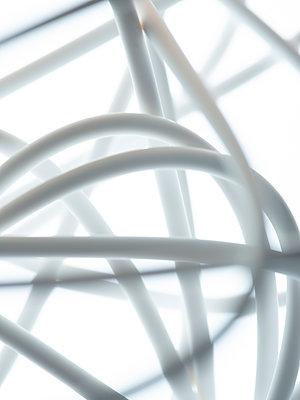 Weißes Kabel - p401m2037638 von Frank Baquet