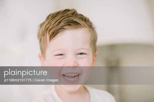 Portrait of preschooler laughing at the camera - p1166m2191775 by Cavan Images