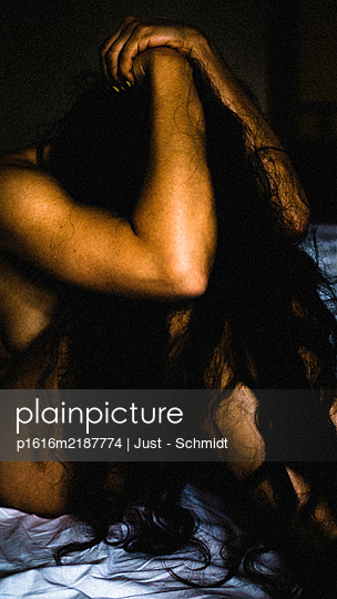 Naked woman in bedroom - p1616m2187774 by Just - Schmidt