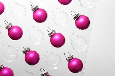 Pinke Weihnachtskugeln - p4500531 von Hanka Steidle