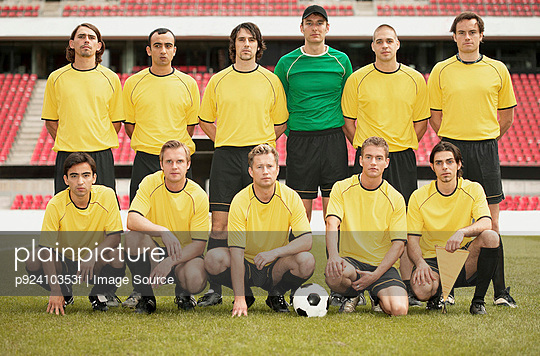 Football team in yellow