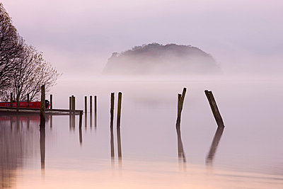 Misty autumn morning on the banks of Derwent Water, Lake District National Park, Cumbria, England, United Kingdom, Europe - p8713040 by Adam Burton