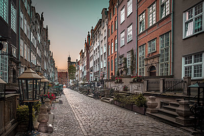 Poland, Gdansk, alley with cobblestone pavement - p300m1587819 by Hans Mitterer