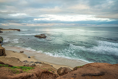 Coastal winter morning view from above Shell Beach. - p1166m2078093 by Cavan Images
