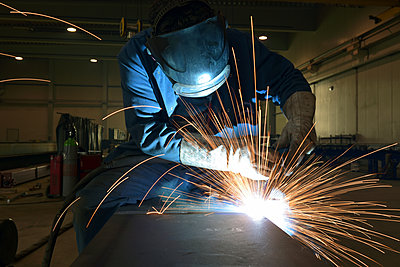 Welder at work in factory - p300m1581500 by lyzs