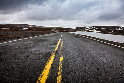 Deserted country road in Finnmark - p1168m1043201 by Thomas Günther