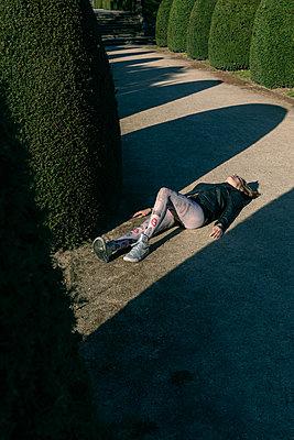 Frau im Park - p1491m2108523 von Jessica Prautzsch