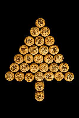 Tannenbaum aus Sektkorken - p451m2141795 von Anja Weber-Decker
