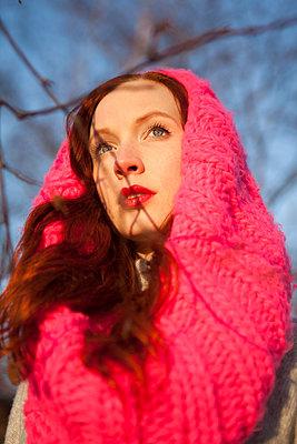 Spaziergang im Januar - p045m1208211 von Jasmin Sander