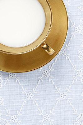 Milch in Gold - p4150461 von Tanja Luther