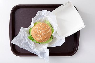 Burger with salad - p4541071 by Lubitz + Dorner