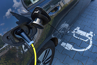 Charging of an electric car - p300m2023804 by Tom Chance