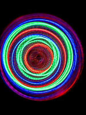 Lichtkreise - p401m2223175 von Frank Baquet