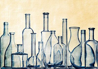 Leere Alkohlflaschen - p509m1486675 von Reiner Ohms