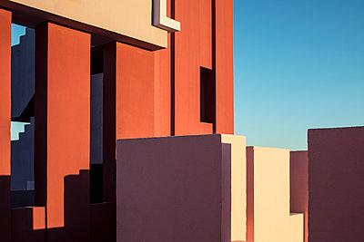 La muralla roja - p1329m1491675 by T. Béhuret