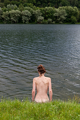 Nude woman in quarry lake - p046m1200685 by Hexx