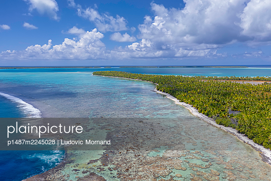 Polynesia, Tetiaroa atoll - p1487m2245028 by Ludovic Mornand