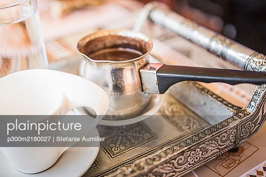 Oman, Pot of fresh coffee - p300m2180027 by Stefanie Aumiller