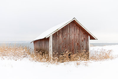 Wooden barn in snow - p352m2120098 by Åke Nyqvist