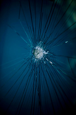 Broken glass - p4450802 by Marie Docher