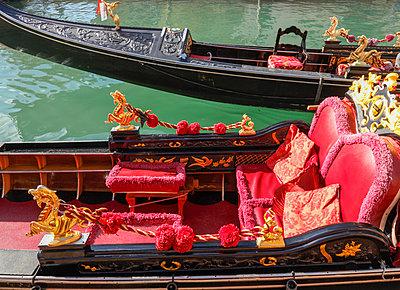 Decorative Gondola, Venice, Veneto, Italia, Europe. - p651m2085157 by Peter Fischer