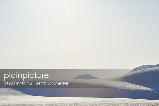 Winter landscape in SvalbardSpitzbergen - p1203m1189792 by Bernd Schumacher