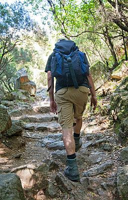 Wanderung;  Anstrengung;  Einsamkeit - p4350106 von Stefanie Grewel