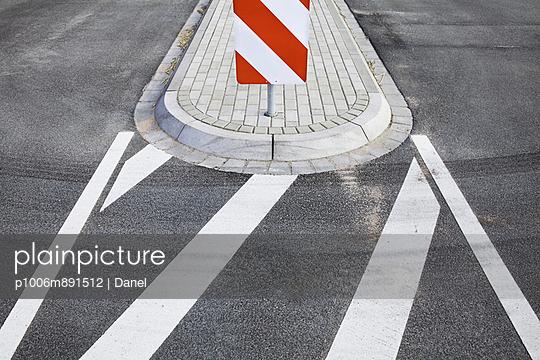 Verkehrsinsel - p1006m891512 von Danel