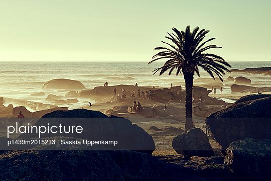 Abendstimmung am Strand von Camps Bay - p1439m2015213 von Saskia Uppenkamp