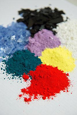 Crayons, wax crayons, colour - p1216m2260940 by Céleste Manet
