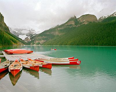 Lake Louise - p1294m1159618 von Sabine Bungert