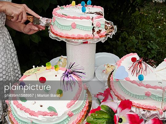 Torte anschneiden - p1499m1588957 von Marion Barat