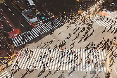 Shibuya Kreuzung in Tokio - p432m2116486 von mia takahara