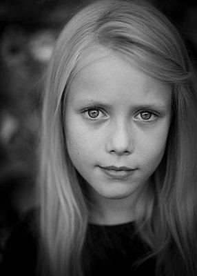 Blond girl - p552m2071151 by Leander Hopf