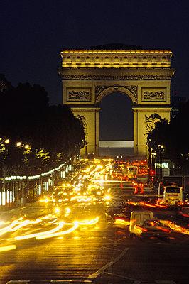 Champs-Elysees, Arc De Triomphe - p1418m1541105 by Jan Håkan Dahlström