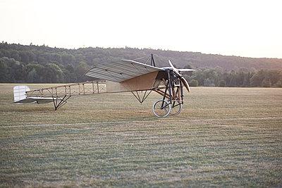 Fliegende Kiste - p587m1190429 von Spitta + Hellwig